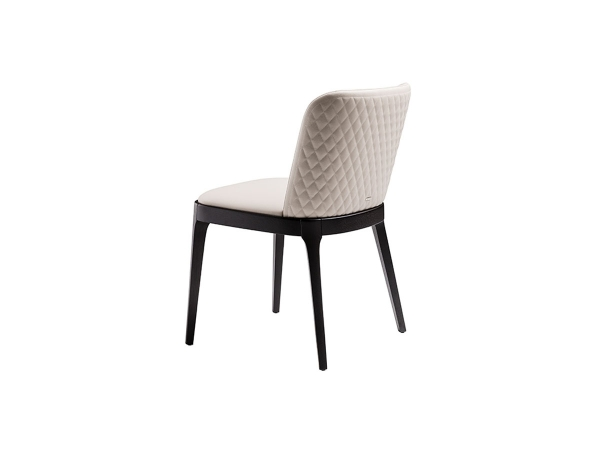 Magda Couture Chaise