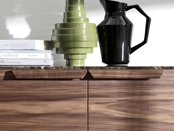 Atlante 3 sideboard Porada with books and vases