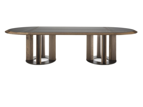 Thayl by Porada: une table...