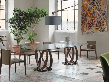 Infinity Table Porada in a contemporary dining room